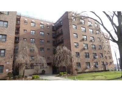 2 Bed 1 Bath Foreclosure Property in Hollis, NY 11423 - 15 204 Th St Apt 34b