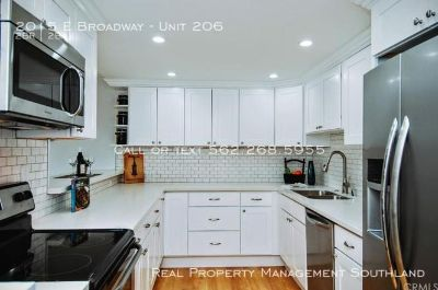 Beautiful Designer 2 Bedroom Condo in Belmont Heights