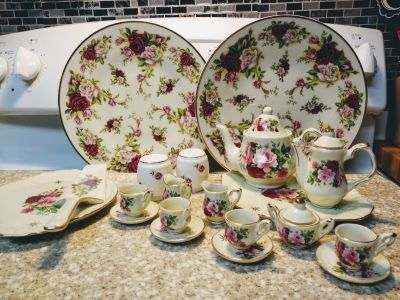 "Set of ""Glass"" Dollhouse Dishes"