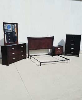 Welton Furniture 5 Pc Queen Size Bed Bedroom Set, Choclate Brown