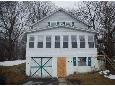 4 Bed 1 Bath Foreclosure Property in Oswego, NY 13126 - Liberty St