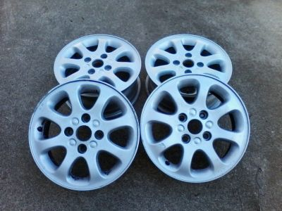 Volvo Wheels - 8 spoke Aluminum Alloy Rim w/ silver finish. Qty: 4