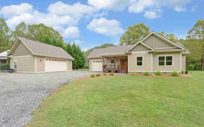 6954 Fly Rod Lane HIAWASSEE Three BR, Enjoy easy living on a