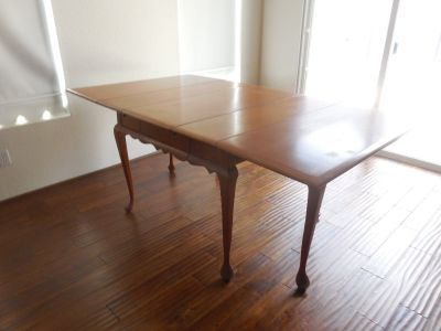 antique salem mable drop leaf dinning table with lief  serial numbered