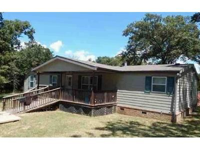 3 Bed 2 Bath Foreclosure Property in Ardmore, OK 73401 - Dove Ln