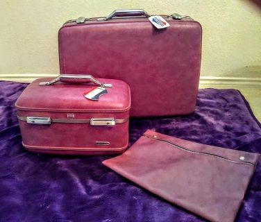 Vintage Samsonite purple luggage set. Includes suitcase, train case and a what not bag. the bag can fit into either case it has two buttons