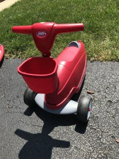 Radio Flyer 2 in 1 scooter/ride along