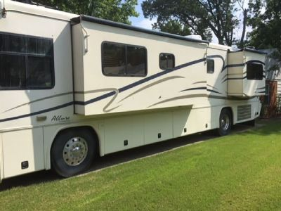 By Owner! 2001 36 ft. Country Coach Allure w/2 slides