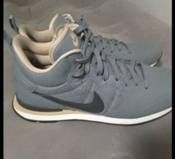 new Nike Internationalist size 10.5 mens