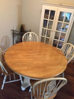 Round 70in Pedestal Table and Chairs (4) - MUST PICKUP ON 280 - Great condition. Will sell hutch pictured as set.