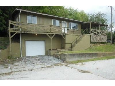 2 Bed 1 Bath Foreclosure Property in Louisiana, MO 63353 - Nebraska St
