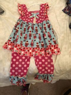 Adorable Christmas outfit NWOT. Size 3