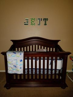 Guc baby crib with mattress. Quick pick up. Poms