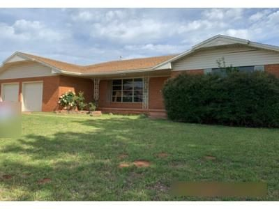 3 Bed 2 Bath Foreclosure Property in Clinton, OK 73601 - Park Ave
