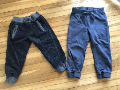Lot of 2 jersey pants 3t size
