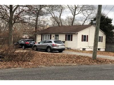 2 Bed 1 Bath Preforeclosure Property in Mastic, NY 11950 - Patchogue Ave