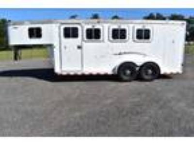 Used 2000 Sooner 3 Horse trailer 3 Horse Trailer with 4 Short Wall