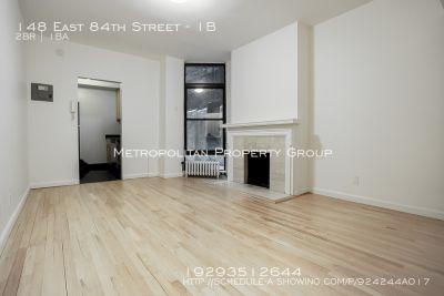 No fee! Amazing 2 bedroom W/ Huge Backyard In Elevator, Laundry BLDG!