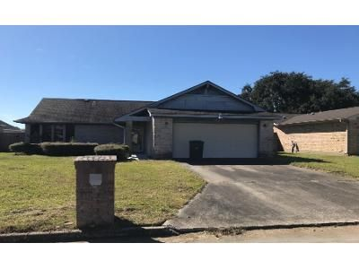 3 Bed 2 Bath Foreclosure Property in Port Arthur, TX 77642 - Bitternut Ct