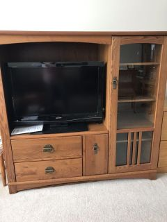 Tv cabinet with 32 TV