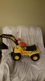 FISHER PRICE RIDE ON WITH SOUND LOADER