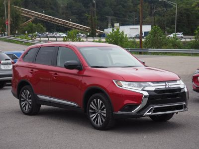 2019 Mitsubishi Outlander SE (Rally Red)