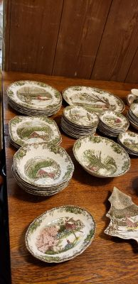 VINTAGE JOHNSON BROS CHINA THE FRIENDLY VILLAGE 82 pieces