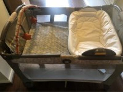 Graco Pack n Play with Reversible Bassinet/Changing Station