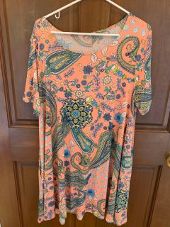 Beautiful Tunic Top w Pockets with Florals in Women s XXL (no tag)