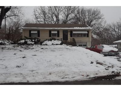 3 Bed 1 Bath Preforeclosure Property in Kansas City, MO 64118 - N Forest Ave