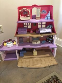 Fisher Price Loving Family Dollhouse with all Furniture