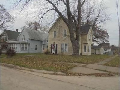 3 Bed 1.5 Bath Foreclosure Property in Moline, IL 61265 - 11th Avenue C