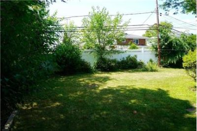 Expanded Clearview 3Br 2 Fbth Split with family room On Main Floor.