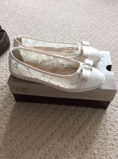 BNIB Ladies Hush Puppies Soft Style mesh/patent leather shoes size 8 1/2