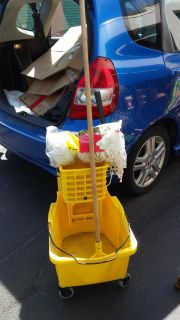 (or BRO)....RUBBERMAID COMMERCIAL BUCKET AND NEW MOPS