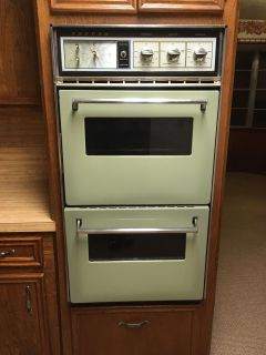 Working Vintage Avocado Green double oven!