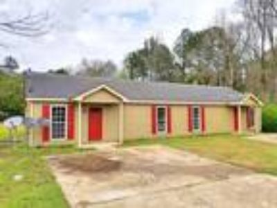 AVAILABLE NOW - Three BR, One BA Duplex - Only $675/mo