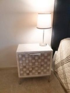 Side table white and pearl with lamp