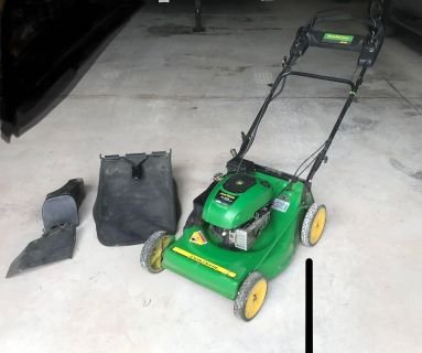 John Deere JS35 push mower with bag, mulching plug and side discharge