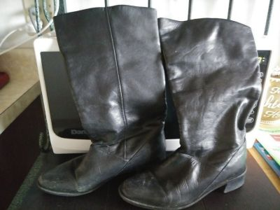 Women's BLACK Size 6 Mid-Calf BOOTS