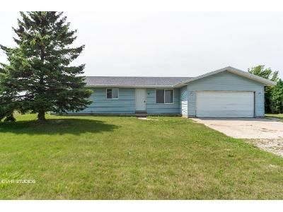2 Bed 2 Bath Foreclosure Property in Pinconning, MI 48650 - N Mackinaw Rd