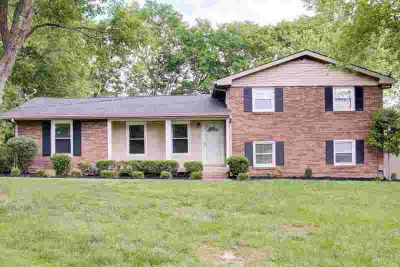104 Carol Dr HENDERSONVILLE, Wonderfully maintained 4