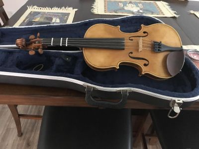 4/4 fiddle with hard case