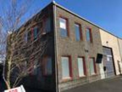 Perfect Location in hot 12th & Division area! Quiet walk-up office suite in ...