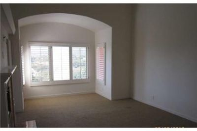 3 bedrooms House in Santa Barbara. Washer/Dryer Hookups!