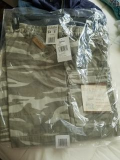 BRAND NEW size 34.CABELAS MENS SHORTS W/TAGS....NEED SOLD ASAP
