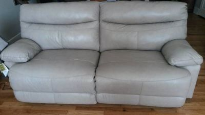 Leather sofa(s) electric reclining new (Vicksburg)