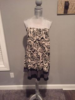Size medium dress - strapless, built in padding, elastic at the top. Adorable on!! New with tags