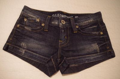 GUESS Jean Shorts Like-NEW condition Size 27