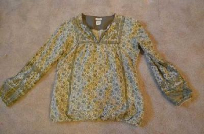 $3 Green & yellow long sleeve floral print top (fargo)